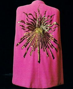a shocking pink cape designed by elsa schiaparelli in 1938 Elsa Schiaparelli, 1930s Fashion, Vintage Fashion, Classic Fashion, Steampunk Fashion, Gothic Fashion, Couleur Fuchsia, Looks Style, My Style