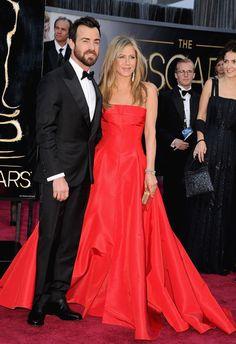 jennifer_aniston_wide_red_dress_fiance_justin_theroux_oscars_2013_red_carpet_18ilcro-18ilctn.jpg 480×700 pixels