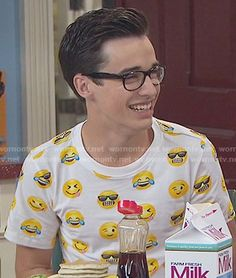Joey's emoji print t-shirt on Liv and Maddie Joey Bragg, Sleepover, Emoji, Fun Facts, My Love, People, T Shirt, Outfits, Disney