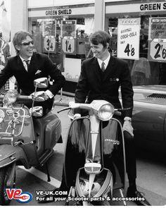 Retro Scooter, Lambretta Scooter, Scooter Girl, Vespa Scooters, Mod Look, Mod Girl, Vintage Vespa, 60s Mod, Mod Fashion