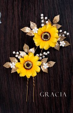 Picking Up the Right Accessory for Your Sunflower Wedding Theme wedding headpiece Picking Up the Right Accessory for Your Sunflower Wedding Theme Fall Sunflower Weddings, Sunflower Wedding Decorations, Hair Decorations, Sunflower Wedding Cakes, October Wedding, Fall Wedding, Dream Wedding, Yellow Wedding, Bridal Braids