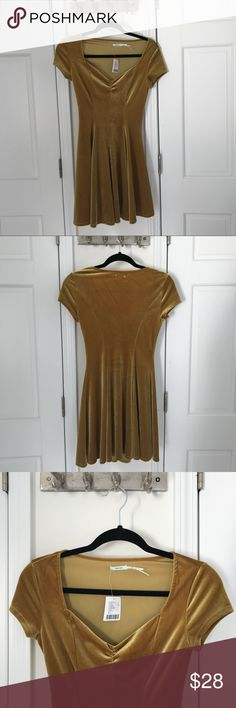 NEVER WORN URBAN OUTFITTERS GOLD VELVET DRESS Adorable and comfy fit and flare dress! Soft gold/mustard velvet Kimchi Blue Dresses Mini