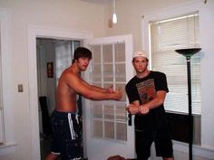 """Jeff & Jared Padalecki candid. Guys, Jeff is 6'7""""<-- Good lord, their parents bred a family of giants. --- so this means... In Jared's family... HE is considered the short one. (Mind. Explosion)"""