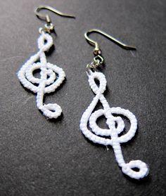 White Tatted treble Clef Earrings (no pattern) Crochet Jewelry Patterns, Crochet Earrings Pattern, Tatting Patterns, Crochet Accessories, Tatting Earrings, Tatting Jewelry, Crochet Music, Crochet Lace, Needle Tatting