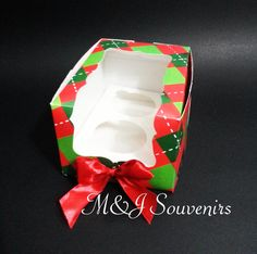 Caja cupcakes  tematica: personalizada Materiales: cartulina, cinta