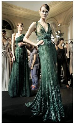 Elie Saab Haute Couture Fall/Winter pinned this already but this tops my list of amazing gowns Couture Mode, Style Couture, Couture Fashion, Runway Fashion, Vestidos Red Carpet, Beautiful Gowns, Beautiful Outfits, Evening Dresses, Formal Dresses