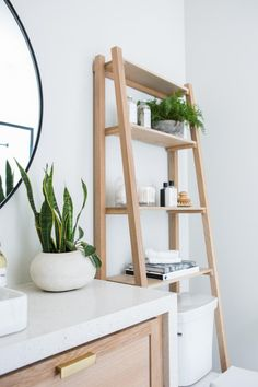 7 Intelligent storage ideas for small apartments to keep your home in order - Bathroom Decor Ideas Small Apartments, Small Spaces, Small Apartment Hacks, Simple Apartment Decor, Decorate Apartment, Work Spaces, Diy Casa, Bathroom Interior Design, Bathroom Designs