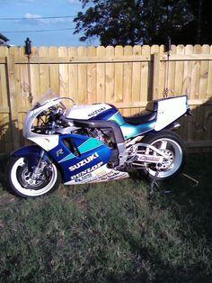 Changed a little body work for it's first track day. Suzuki Gsx R 750, Suzuki Bikes, Suzuki Cafe Racer, Motorcycle Paint, Retro Motorcycle, Suzuki Motorcycle, Custom Motorcycles, Cars And Motorcycles, Gsxr 1100