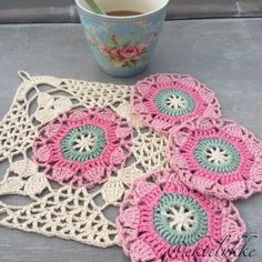 Ekte Lykke: The Rustic Lace Square - pattern and tutorial ༺✿ƬⱤღ http://www.pinterest.com/teretegui/✿༻