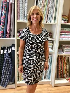 Just loving this gorgeous Tilly and the Buttons Bettine dress made in a recent class Bettine Dress, Clothing Patterns, Sewing Patterns, Tilly And The Buttons, Sewing Class, Fabric Shop, Dressmaking, Just Love, Short Sleeve Dresses