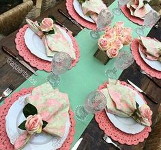 Learn how to make a dish for your table - Crochet Free Table Arrangements, Table Centerpieces, Crochet Towel, Dinner Party Table, Beautiful Table Settings, Table Set Up, Deco Table, Decoration Table, Table Linens