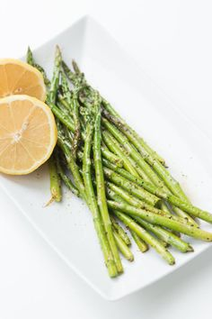 Easy grilled lemon pepper asparagus recipe for a great side dish. via @ohsweetbasil