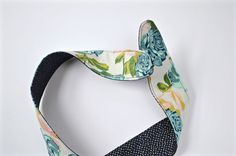 DIY headband with wire - Dear Handmade Life Fabric Headbands, Cute Headbands, Wire Headband, Small Sewing Projects, Mixed Feelings, Slumber Parties, Learn To Sew, Hair Ties, Hair Accessories