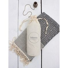 Psssst.. all of our Hammam Towels now come in a cool travel bag : perfect for globe trotters ✔️ #Bohemia #hammam #hammamtowel #packaging #brand #artisan #turkey #monochrome #globetrotter #travel #textiles