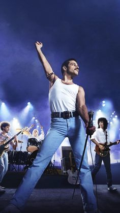 Singer Freddie Mercury, guitarist Brian May, drummer Roger Taylor and bass guitarist John Deacon take the music world by storm when they form the. Discografia Queen, Queen Band, Rami Malek Freddie Mercury, Queen Freddie Mercury, Whats Wallpaper, Freedie Mercury, Queen Movie, Queens Wallpaper, Roger Taylor