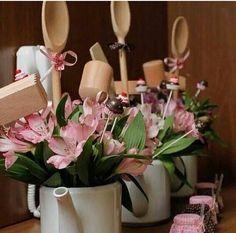 Regaderas con flores