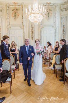 Times New Roman, Bridesmaid Dresses, Wedding Dresses, Fit, Videos, Fashion, Dress Wedding, Bridesmade Dresses, Bride Dresses
