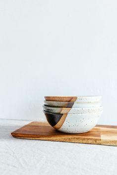 Most recent Photos Ceramics bowls decoration Strategies bowls / wood / white / black / design / kommen / hout / zwart / wit bowls / wood / wh Pottery Bowls, Ceramic Bowls, Ceramic Pottery, Ceramic Art, Stoneware, Earthenware, Keramik Design, Decor Scandinavian, Kitchenware