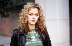 15 Artistic TV Characters We Miss From Our Childhood   11. Peyton Sawyer   TV Show: One Tree Hill   Peyton Sawyer from One Tree Hill is not an artist you want to fuck with. Break up with Peyton, and you can count on her dedicating a few pages in her sketchbook to you. Overlooking the fact that most of her art depicts the angst-filled days of high school, Peyton's drawings were actually kind of impressive.