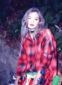 Does anyone know this model's name? >> no but I want her flannel