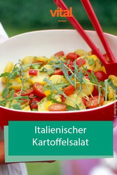 - Italienischer Kartoffelsalat At noon, it should be quick, so always ready meals come on the table. Vital shows you healthy and quickly prepared dishes that you can eat during your lunch break. Italian Potatoes, Grilling Sides, Brunch, Cooking On The Grill, Grilled Tomatoes, How To Cook Chicken, Food Preparation, Italian Recipes, Italian Foods
