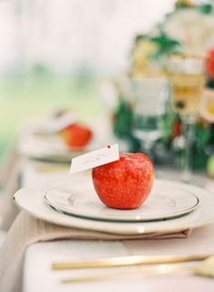 apple place cards | Jen Huang #wedding