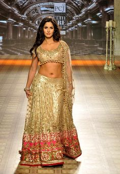 Indian Bridal Couture Week Dress Collection Ideas For 2019 Indian Bridal Couture, Indian Wedding Gowns, Indian Bridal Fashion, Indian Gowns, Indian Attire, Indian Wear, Bridal Gowns, India Wedding, Indian India