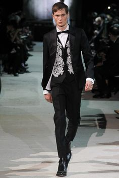 http://www.style.com/slideshows/fashion-shows/fall-2015-menswear/dsquared/collection/38