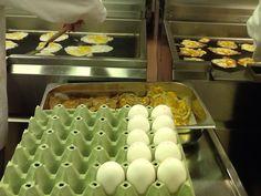 Marraskuu :Työprosessin harjoittelua koulun ravintoloissa.