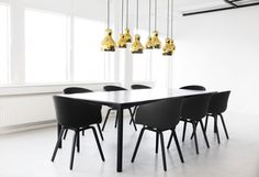 Calabash Gold hanglamp from Interior Design Shows, Interior Design Inspiration, Fritz Hansen, Chaise Hay, Chandeliers, Scandinavia Design, Anglepoise, Unique Lamps, Dining Room