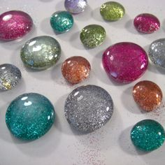 glitter glass marbles finished 575 x 576 How to Make Glitter Glass Marble Magnets marbles diy crafts Marble Magnets, Diy Magnets, Glitter Projects, Glitter Crafts, Glitter Decorations, Mod Podge Glitter, Glitter Paint, Gem Crafts, Stone Crafts