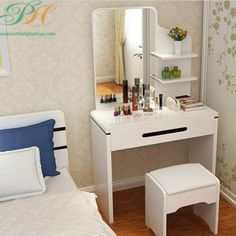 Vanity Table by Bed Teen Room Decor, Diy Room Decor, Bedroom Decor, Space Saving Furniture, Home Decor Furniture, Modern Dressing Table Designs, Dressing Table With Drawers, Make Up Studio, Make Up Organizer
