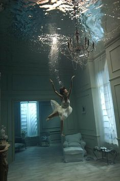 .unique underwater concept.  similar to anastasias from illusion mag cover but I like the natural lighting and more details of the environment