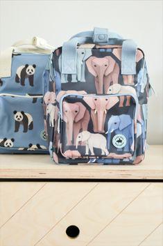 Studio Ditte rugzak met wijze olifanten en panda's. De olifanten vormen samen een mooi kleurenpallet op een donkerblauwe achtergrond. Mooie stevige kinderrugzak met aan de voorkant een vak met rits voor kleine spulletjes. Aan de binnenkant van de tas vind je een insteekvak over de hele rug die sluit met klittenband. Styling & fotografie: huisvanzes #backtoschool #backpack Animal Backpacks, Kids Backpacks, School Backpacks, Animal Pencil Case, Case Studio, Forest Animals, Childcare, Race Cars, Suitcase