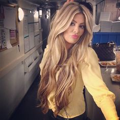 This is what my hair would look like if it was blonde. I love my middle part, I'm never gonna change it.