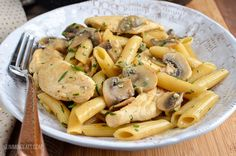 Slimming Eats Syn Free Creamy Chicken and Mushroom Pasta - gluten free, Slimming World and Weight Watchers friendly Slimming World Pasta, Slimming World Recipes Syn Free, Slimming Eats, Healthy Eating Recipes, Diet Recipes, Chicken Recipes, Cooking Recipes, Recipies, Diabetic Recipes