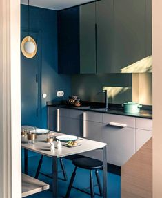 French Metal Rack: Restored Paris Apartment by Marcante-Testa (UdA) Features a Clever Zoning System Interior Design Studio, Home Interior, Kitchen Interior, New Kitchen, Kitchen Dining, Kitchen Decor, Dining Area, Interior Decorating, Sweet Home