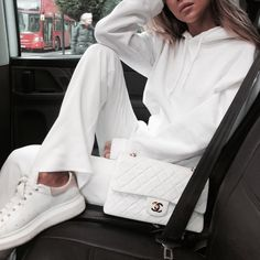 Gift Ideas for Women - Autumn - Fall - Winter - Acne Studios - Street Style - A/W 18 - FW 18 - Inspiration - Fashion - Anniken - Annijor - Olsen Twins - Shoes - Boots - OOTD - Zoella - Gift Guide - Christmas All White Outfit, White Outfits, Casual Outfits, White Fashion, Look Fashion, Fashion Outfits, Womens Fashion, Fashion Ideas, Travel Outfits