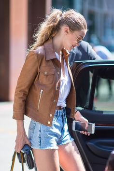 Gigi Hadid & Bella Hadid Fashion, Gigi Hadid heading to a fitting for Kanye…