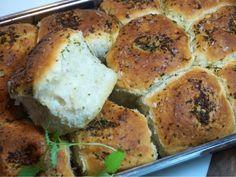 Magiskt brytbröd med olivolja och vitlök Wine Recipes, Great Recipes, Cooking Recipes, Favorite Recipes, Savoury Baking, Bread Baking, Good Food, Yummy Food, Danish Food