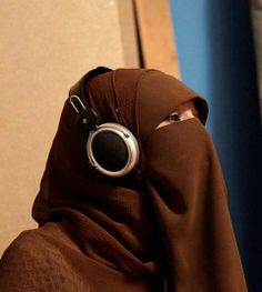 the Beauty of Hijab (+Niqab) Hijab Dp, Hijab Niqab, Muslim Hijab, Arab Girls Hijab, Girl Hijab, Beautiful Muslim Women, Beautiful Hijab, Maybelline Color Whisper, Niqab Fashion