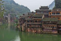 14. Fenghuang© Chensiyuan, Wikicommons Het eeuwenoude stadje Fenghuang wordt door velen gezien als het mooiste stadje in China. De achitectuur is nog volledig origineel