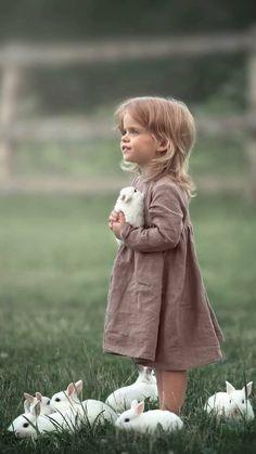 Precious Children, Beautiful Children, Animals Beautiful, Animals For Kids, Baby Animals, Cute Animals, Animal Pictures, Cute Pictures, Bless The Child