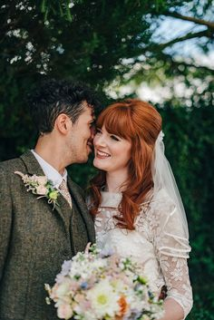 Real bride Amy is obsessed with collecting true vintage knick knacks, in particular anything kitsch (and a bit tacky) so her home is filled with all sorts of curiosities which now husband Martin has grown to love too! 1960s Wedding, Quirky Wedding, Vintage Wedding Hair, Vintage Bridal, Bridal Hair And Makeup, Bridal Beauty, Wedding Beauty, Bridal Hair Inspiration, Wedding Photo Inspiration