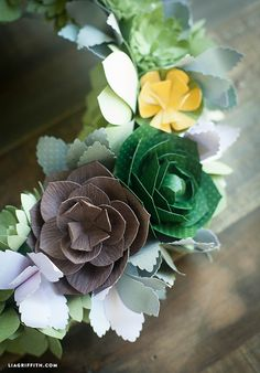 Officially in love with these DIY succulents. Pattern and tutorial @LiaGriffith.com #paperflowers #DIY #papercraft