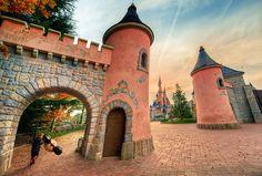 #Disneyland Paris. The Fantasyland gate with a view of the Sleeping Beauty Castle #DLP #DLRP #Disney 'Le Château de la Belle au Bois Dormant'