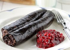 Lingonberry jam with blood sausage Deep Fried Butter, Finnish Recipes, Ben Stiller, American Dishes, Strawberry Jam, Sour Cream, Berries, Tasty, Ethnic Recipes