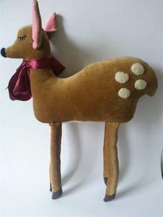 sweet veleveteen deer. I love people who make whimsical things from luxurious elements.