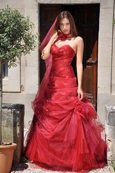 Robes de Mariées rouges pour les Mariées de Provence