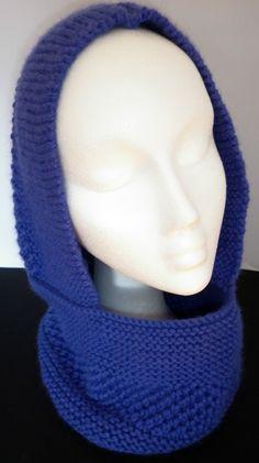 Cuello con capucha realizado en lana superwash